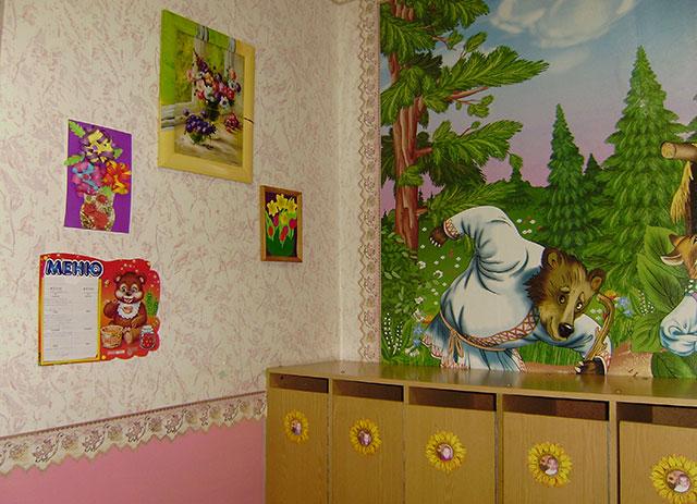 Рисунок на шкафы в приемной детского сада, прикольными