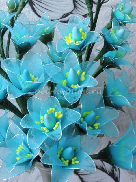 1367_35a9e5f993a13f1c80967e440b2a272e.jpg Изготовление цветов из капрона пошагово своими руками. Цветочная композиция из капрона. Мастер-класс.