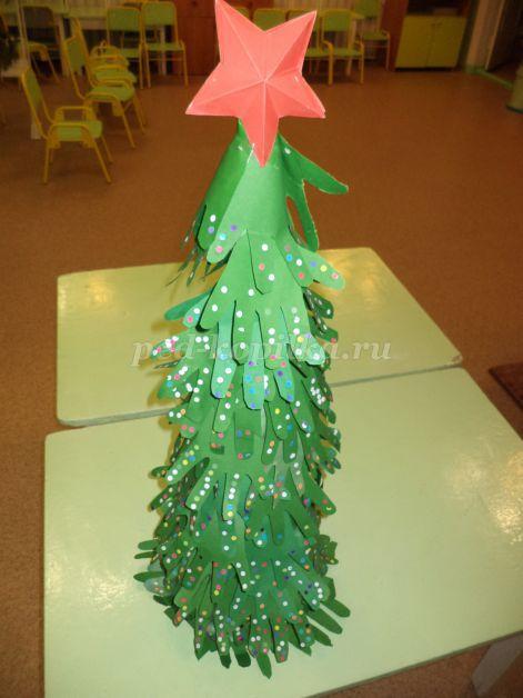 Объемная аппликация из бумаги новогодняя елка из ладошек ребенка Приятное совместное творчество
