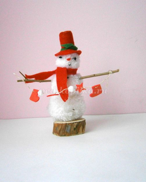 17265_7e9f0b275b32c6f60600c01e57aeff41.jpg Снеговик из помпонов своими руками: мастер-класс по созданию