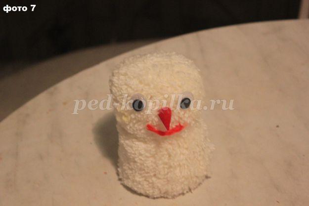 3dfc85f4c4df4d0419ada668eab21b25.jpg Снеговик из помпонов своими руками: мастер-класс по созданию