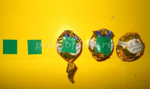 Упаковка для шампанского из конфет в виде ананаса. Пошаговые фото и описание