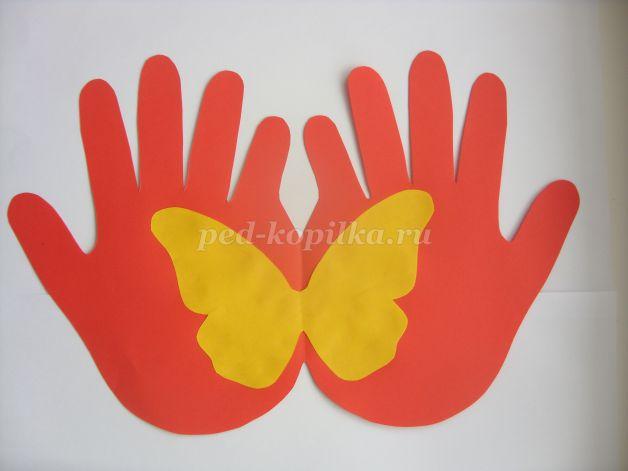 Открытка к 8 марта с шаблоном ладошки с бабочками, поздравления картинки открытки
