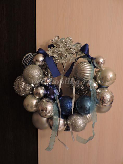 Венок из шариков на новый год