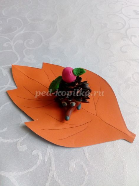 Осенняя аппликация ежик из семечек